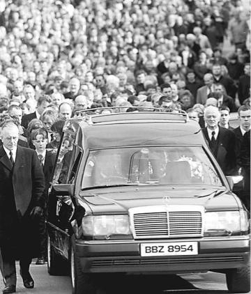 Thousands attend Rosemary Nelson's funeral in March 1999