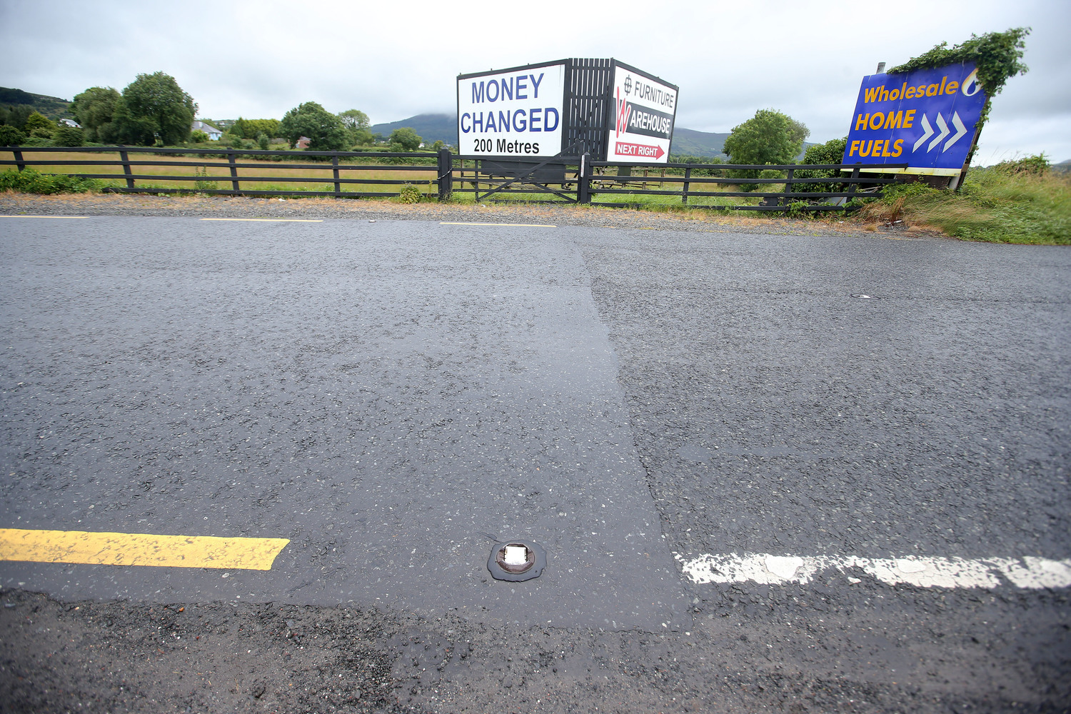 Crossing the Irish border. The majority of EAWs sought by the PSNI have been from the Republic Photograph by Press Eye.