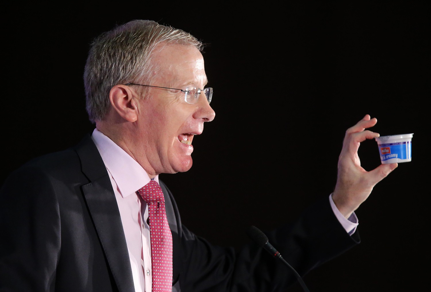 "Gregory Campbell repeats his ""curry my yoghurt"" comments at a DUP conference"
